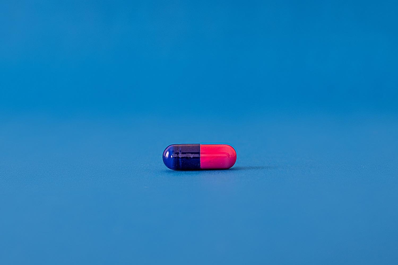Rusija patvirtino pirmąjį receptinį vaistą nuo COVID-19, kuris bus parduodamas vaistinėse