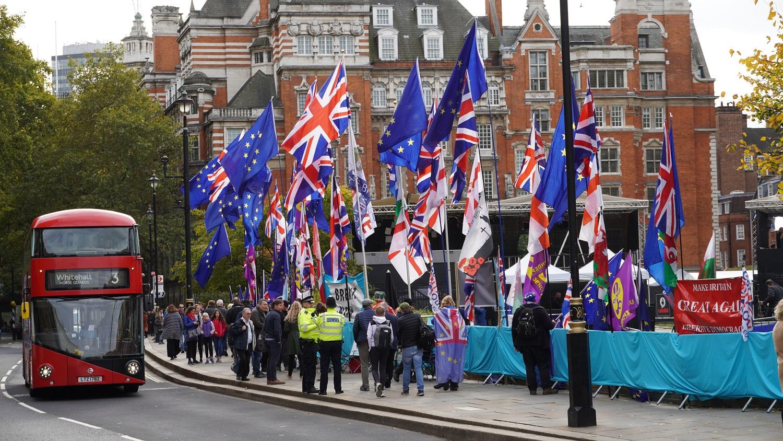"""Tyrimas: """"Brexit"""" be susitarimo dėl prekybinių santykių su ES pakenktų britų ekonomikai labiau nei COVID-19 pandemija"""