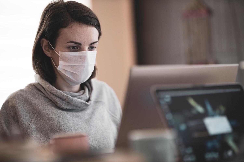 Veido kaukių dėvėjimas skatina aknę. 4 žingsniai, kaip apsaugoti odą