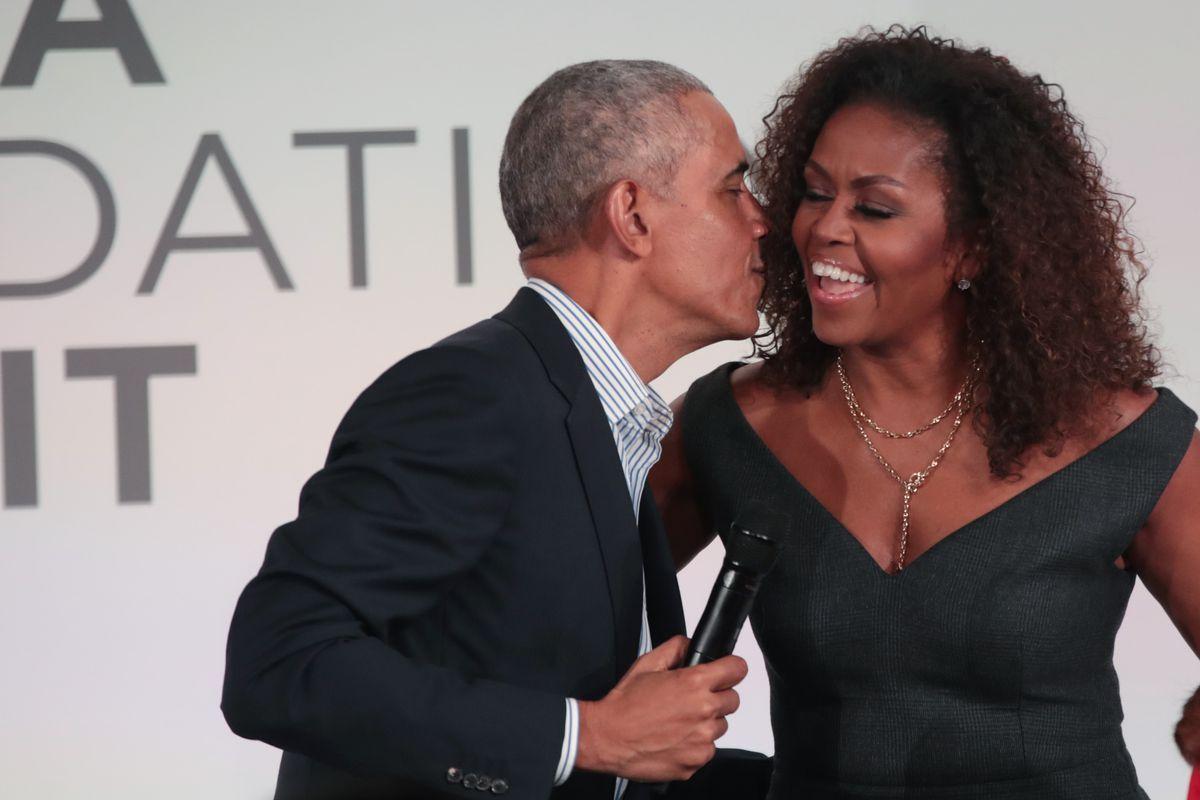 Apklausa: pasaulyje labiausiai žavimasi B. Obama ir M. Obama