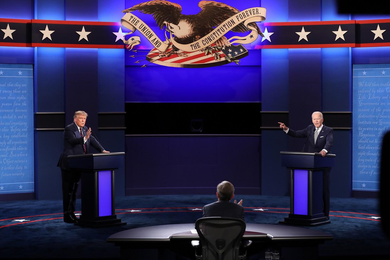 J. Bidenas pirmuosiuose debatuose akis į akį D. Trumpui: ar užsičiaupsi pagaliau, žmogau?