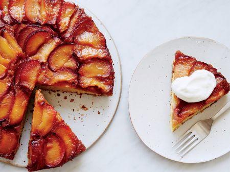 Apverstas pyragas su karamelizuotomis slyvomis (video)