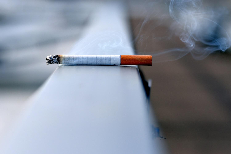 Seimas įteisino draudimą rūkyti daugiabučių balkonuose, bet yra sąlyga