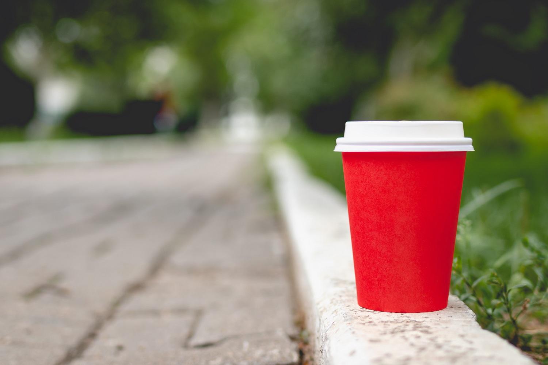 Vienkartiniai kavos puodeliai: kaip išmokti gyventi be jų?