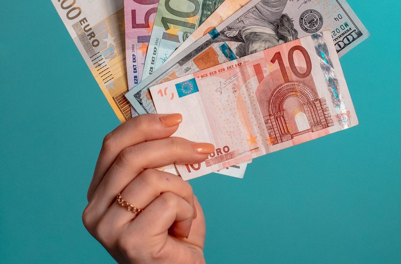 Mitas ar tiesa, kad bankai skolina pigiau?