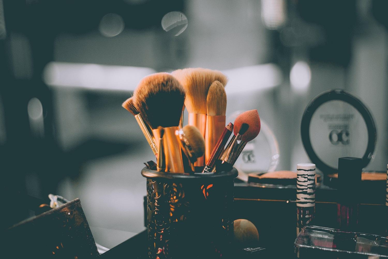 Makiažo meistrė: kaip šį sezoną suderinti veido kaukę ir tobulą makiažą?