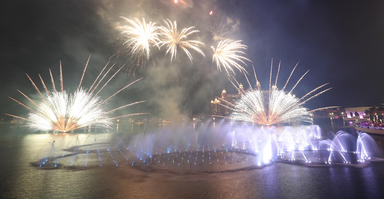 Pamatykite: Dubajuje atidarytas didžiausias pasaulyje fontanas