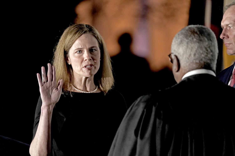 JAV Senatas patvirtino D. Trumpo pasiūlytą kandidatę į Aukščiausiąjį Teismą A. C. Barrett