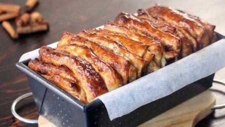Puikus desertas – plėšomas cinamono juostelių pyragas (video)