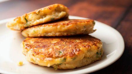 Sūrūs blyneliai su mocarela (video)