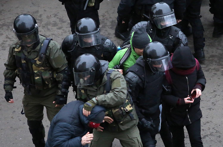 Baltarusijoje per protestus sulaikyta per 1 000 žmonių