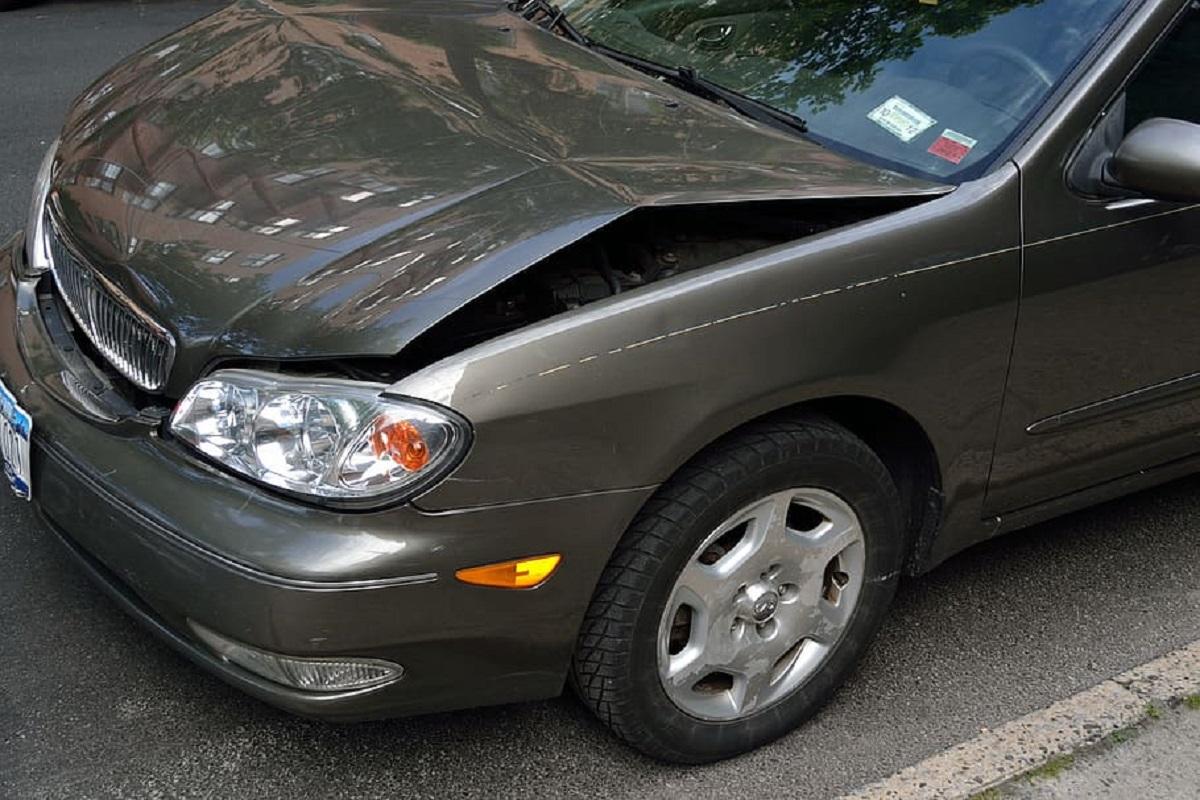 Karantinas – iššūkis daugiabučių kiemuose: kaip elgtis apgadinus ar radus apgadintą automobilį