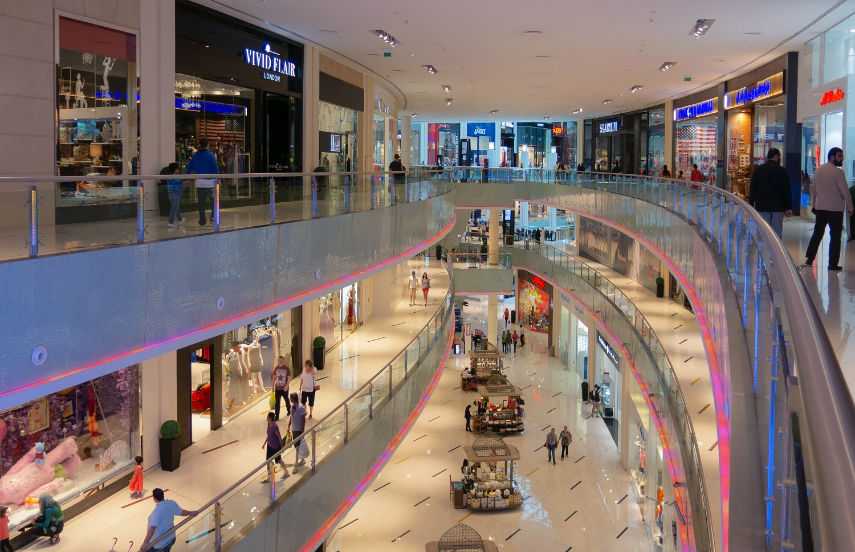 Prezidento aplinkoje – nerimas: pastebi per didelį aktyvumą prekybos centruose