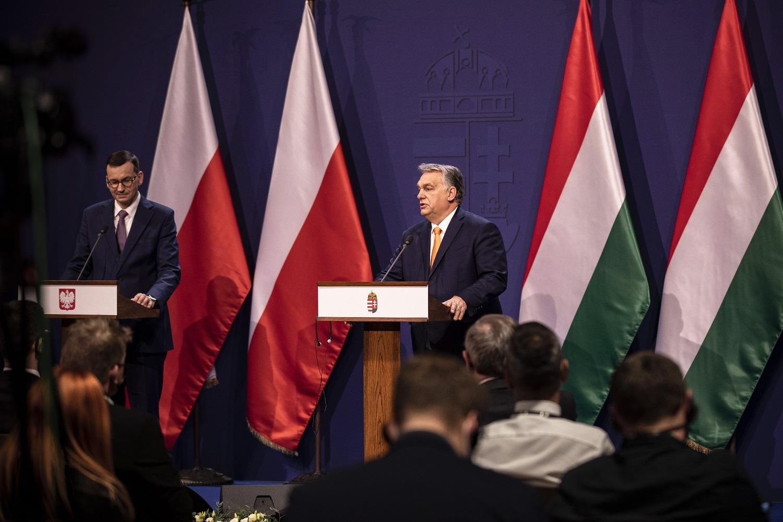 Lenkija ir Vengrija pareiškė viena kitai paramą ginče dėl ES biudžeto