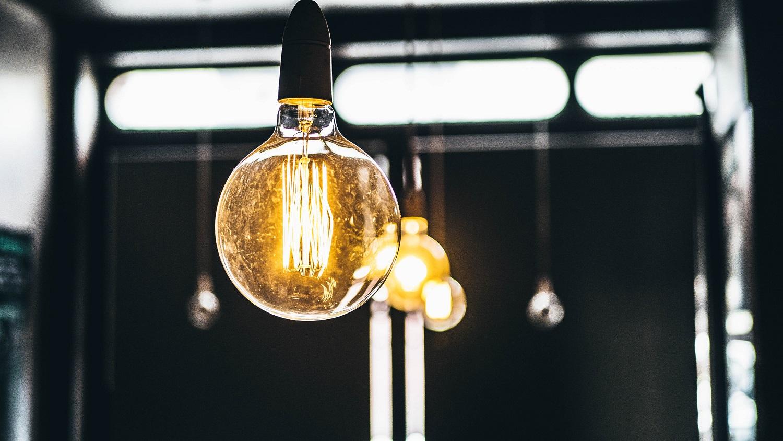 Patarimai, padėsiantys taupyti energiją ir tamsiausiais metų mėnesiais