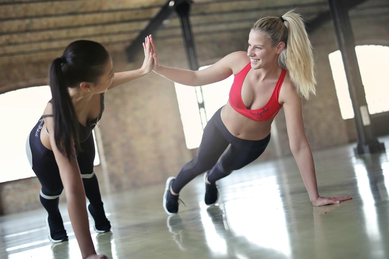 Reguliarios pertraukėlės ir sveikas judesys – išeitis dirbantiems sėdimą darbą