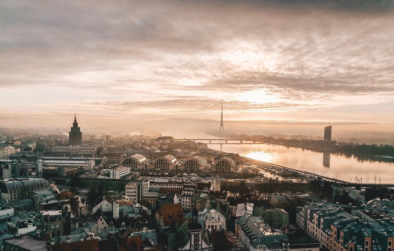 Latviai apsišarvojo kantrybe: pratęsė ekstremalią padėtį, sugriežtino apribojimus