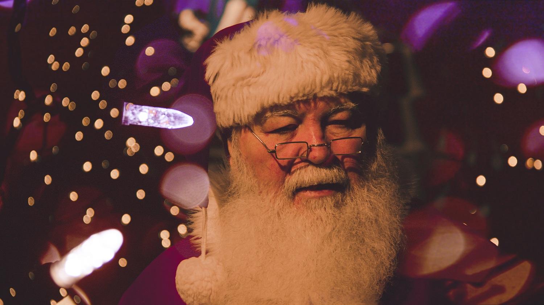 Britų psichologas raginimas tėvams: bent jau per pandemiją negriaukite Kalėdų Senelio mito