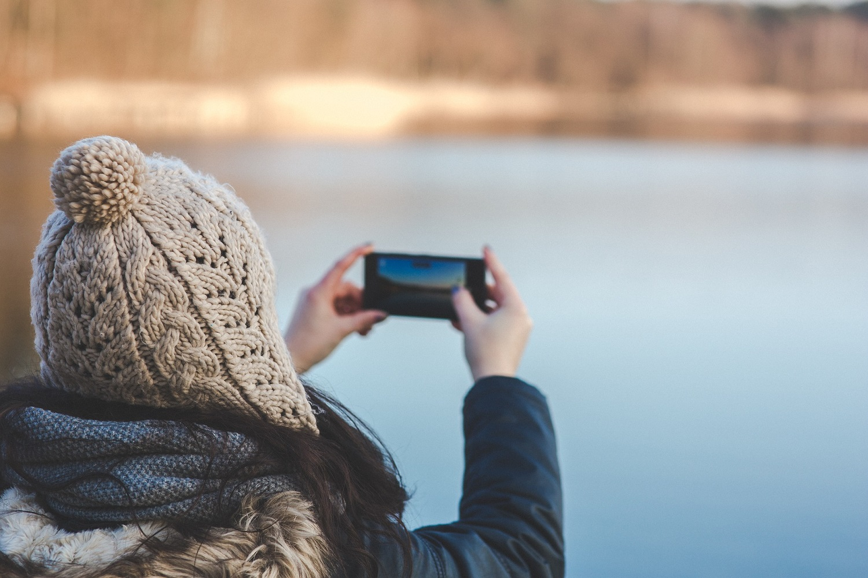 """""""Sušildykite"""" savo telefoną žiemą: 5 patarimai, kaip apsaugoti telefoną nuo šalčio"""