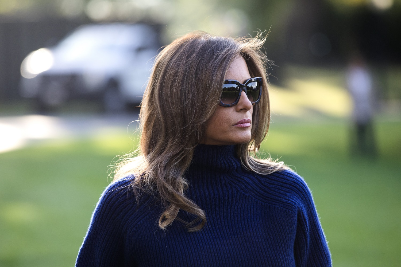 Atsisveikindama Melania Trump ragina jausti aistrą, bet nesiimti smurto