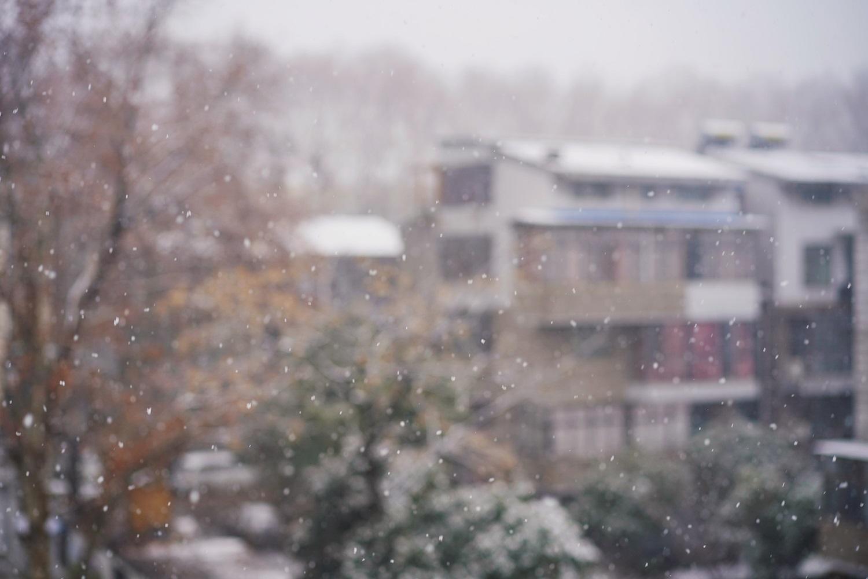 Dėl gausaus sniego – kastuvai į rankas: ką numato taisyklės ir kaip valant sniegą tausoti sveikatą