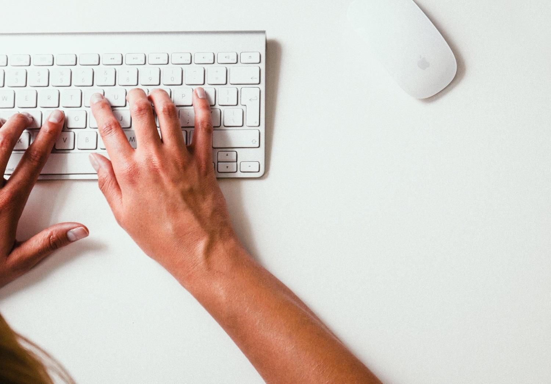 Ekspertai: žalingo turinio plitimą internete paspartina abejingumas, dažniausiai nukenčia vaikai