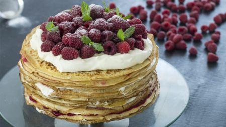 Lietinių tortas su baltuoju šokoladu ir avietėmis (video)