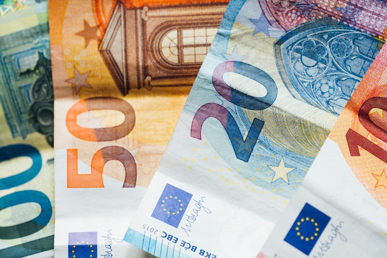 Daugiau dirbančių savarankiškai turės teisę gauti 260 eurų išmoką