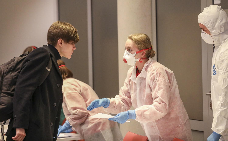 Raudonojo Kryžiaus savanoriai padės NVSC tikrinti atvykstančiųjų į Lietuvą duomenis