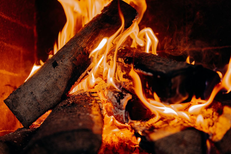 Šalta žiema priminė skaudžią problemą – saugiai šildyti būstą moka ne visi gyventojai
