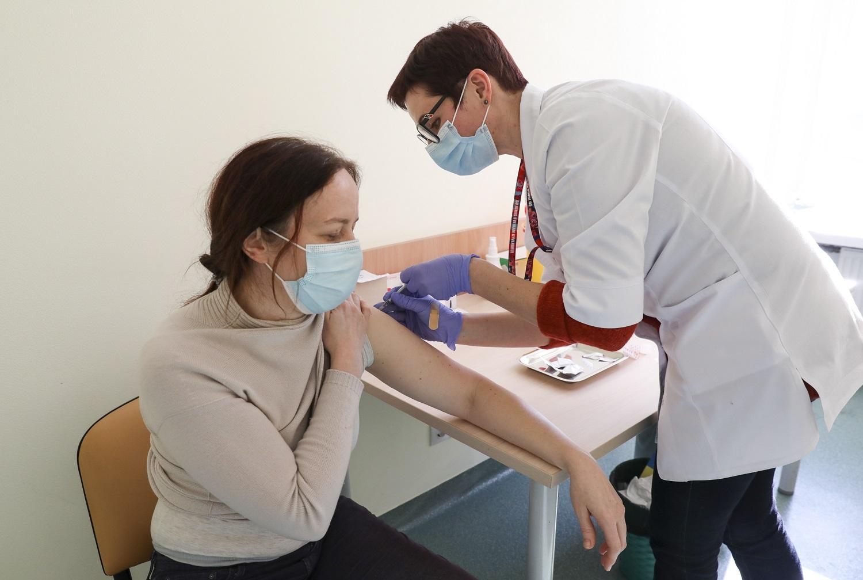 COVID-19 vakcinos: šalutiniai poveikiai gali būti, bet normalu, jei ir nebus