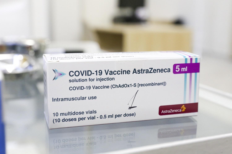 """""""AstraZeneca"""" atnaujino klinikinių tyrimų duomenis: vakcinos veiksmingumas siekia 76 proc."""