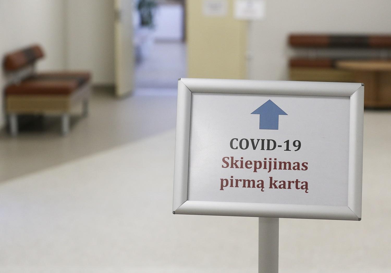 SAM aiškinsis, ar užtektų vienos vakcinos dozės COVID-19 persirgusiems žmonėms paskiepyti