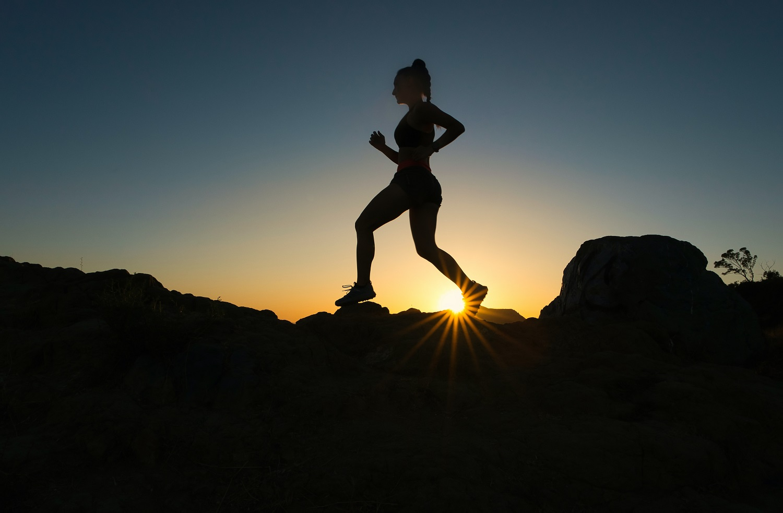 Saulė išviliojo bėgimo entuziastus: kokių taisyklių laikytis po žiemos pertraukos?