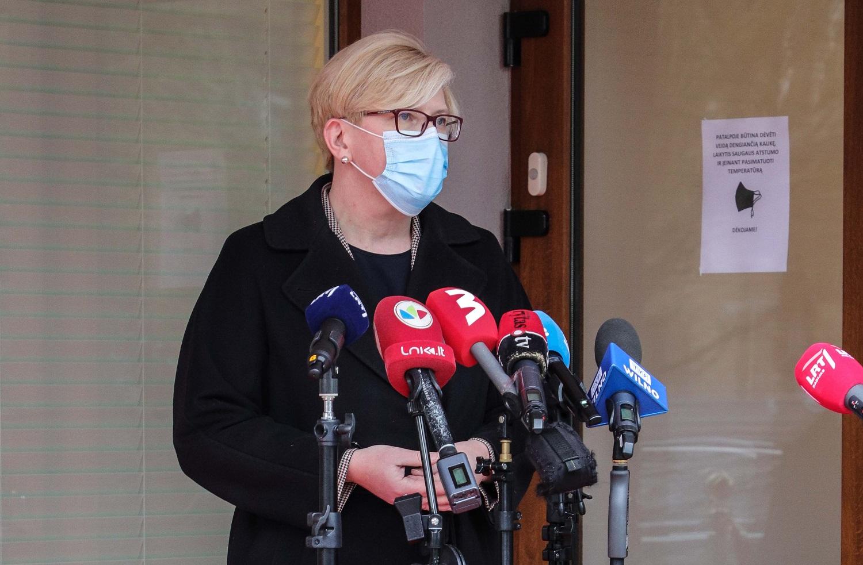 I. Šimonytė: apie masinę vakcinaciją galvosime, kai vyriausių asmenų skiepijimo tempai ims lėtėti