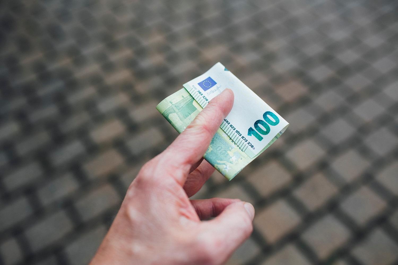 Darbo kodekso pataisa: darbo užmokestis turi būti mokamas pavedimu į sąskaitą