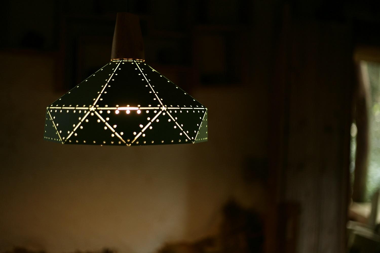 Pasidaryk pats: kaip pasigaminti stilingą šviestuvą namuose (video pamoka)