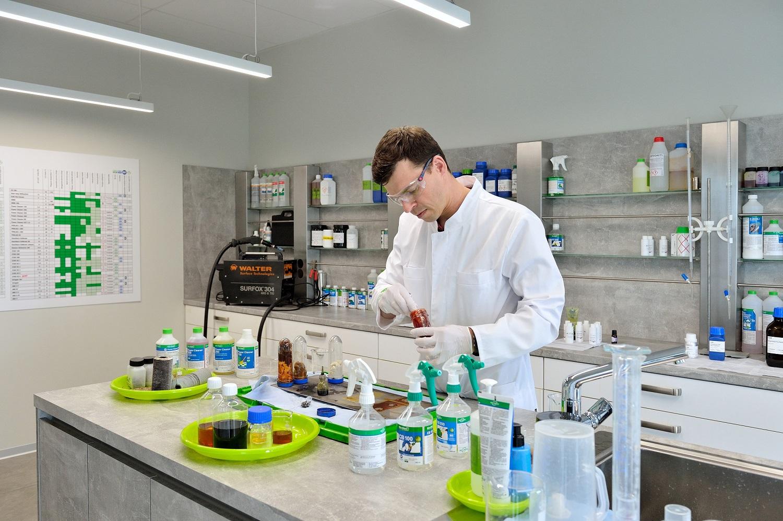 Chemikas pataria: ką apie dezinfekcinius skysčius svarbu žinoti kiekvienam?