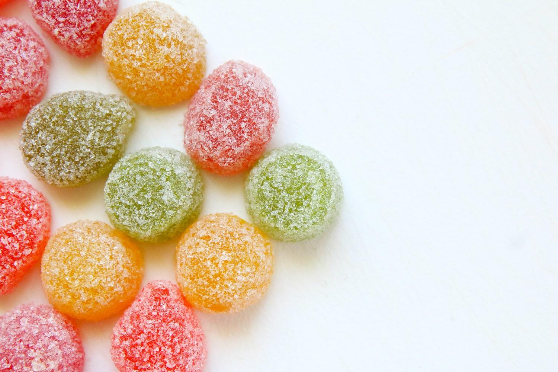 Saldus, bet pavojingas. Kokią žalą mums daro cukrus?