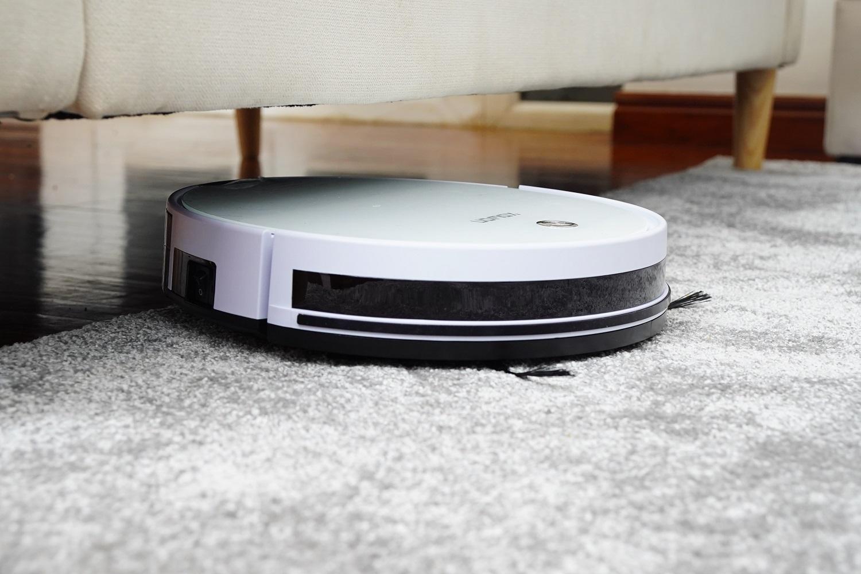 Namų valymo iššūkiai: ekspertai pataria, kaip išsirinkti robotus padėjėjus