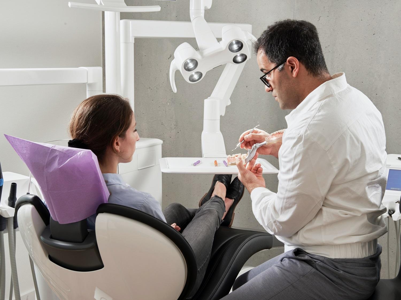 Gydytojas atvirai: kaip atkurti dantis be skausmo, vos per kelis vizitus?