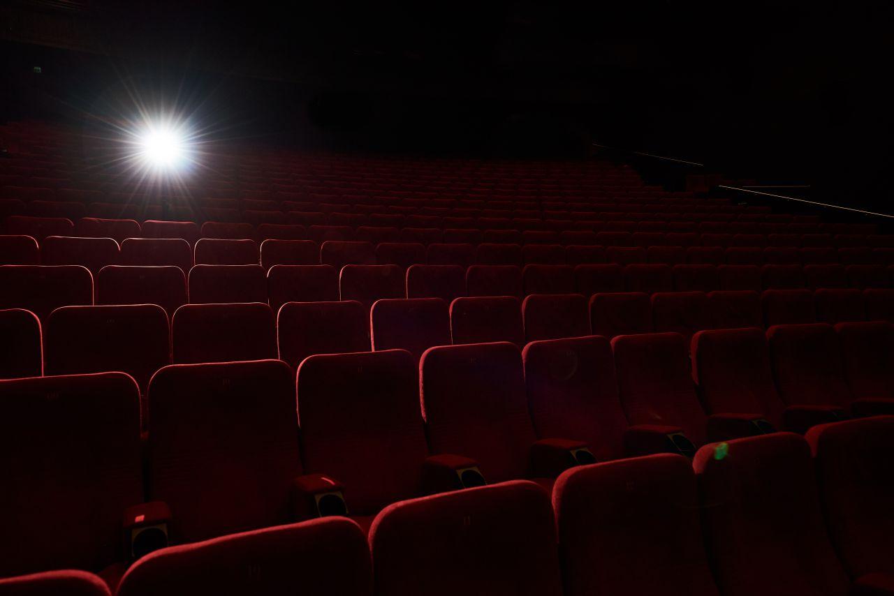 """Festivalis """"Kino pavasaris"""" grįžta į kino teatrus – dar nerodyti filmai ir pasiilgtas kino salės jausmas"""