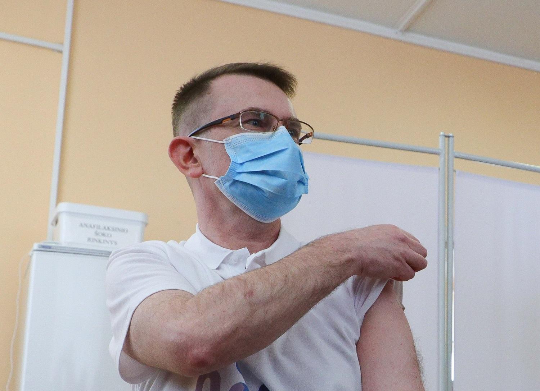 """A. Dulkys laukiantiems """"Sputnik V"""" skiepų: geriausia vakcina yra ta, kuria galima pasiskiepyti šiandien"""
