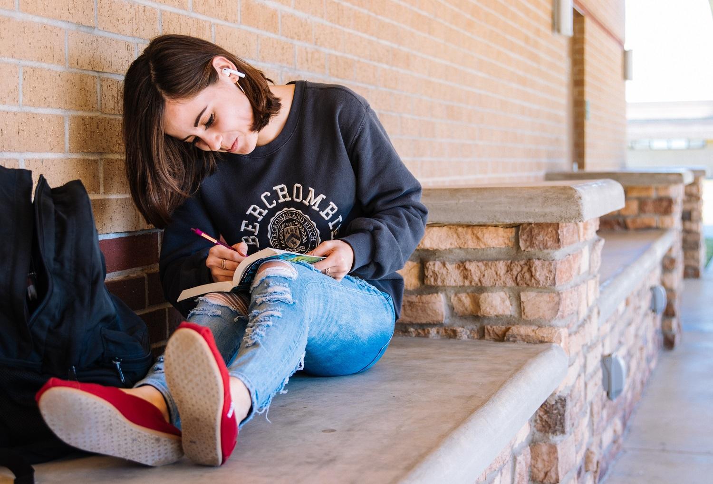 Psichologė pataria tėvams, kaip reaguoti ir ko imtis, jei jų vaikas save alina dietomis