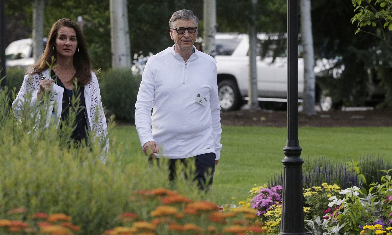 Po 27 metus trukusios santuokos skiriasi B. ir M. Gatesai