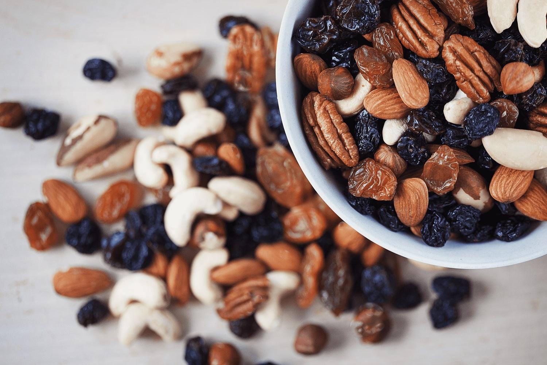 Dietologė perspėja: auganti problema karantino metu – besaikis užkandžiavimas