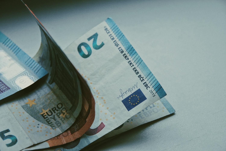 Lietuvos bankas suskaičiavo, kiek 2022 metais galėtų augti minimalus atlyginimas