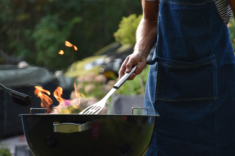 Šašlykų kepimo ant grilio ABC: kokią mėsą rinktis, kaip ją paruošti ir kiek laiko kepti? (+ receptas)