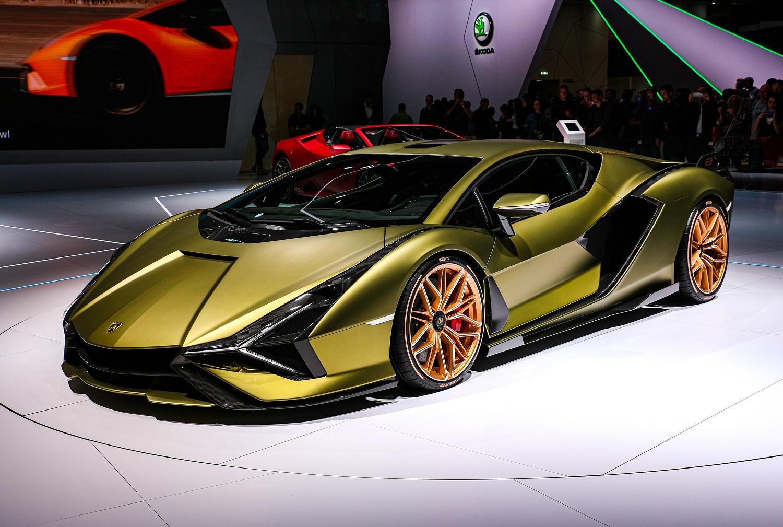 """""""Lamborghini"""" investuos 1,5 mlrd. eurų į automobilių elektrifikaciją"""