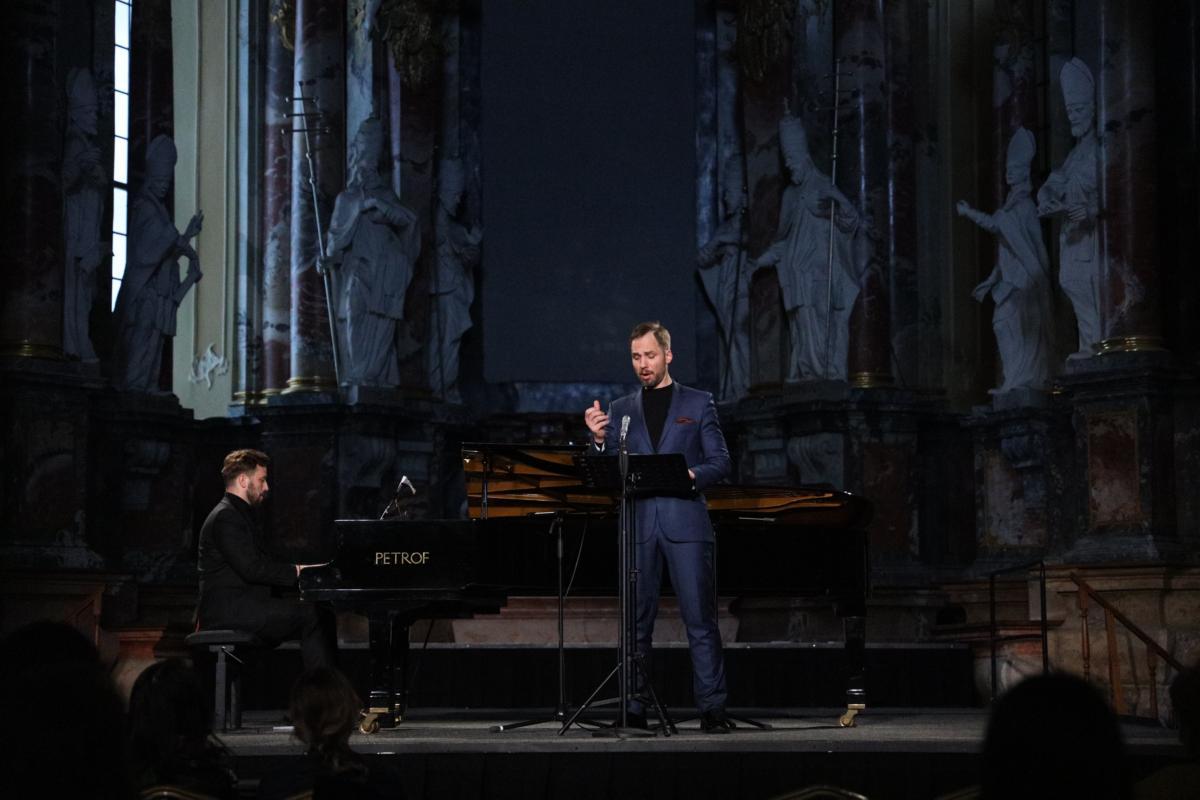 """J.Sakalausko ir D.Mažinto """"Dedikacija romantizmui"""": klasika gali viską"""